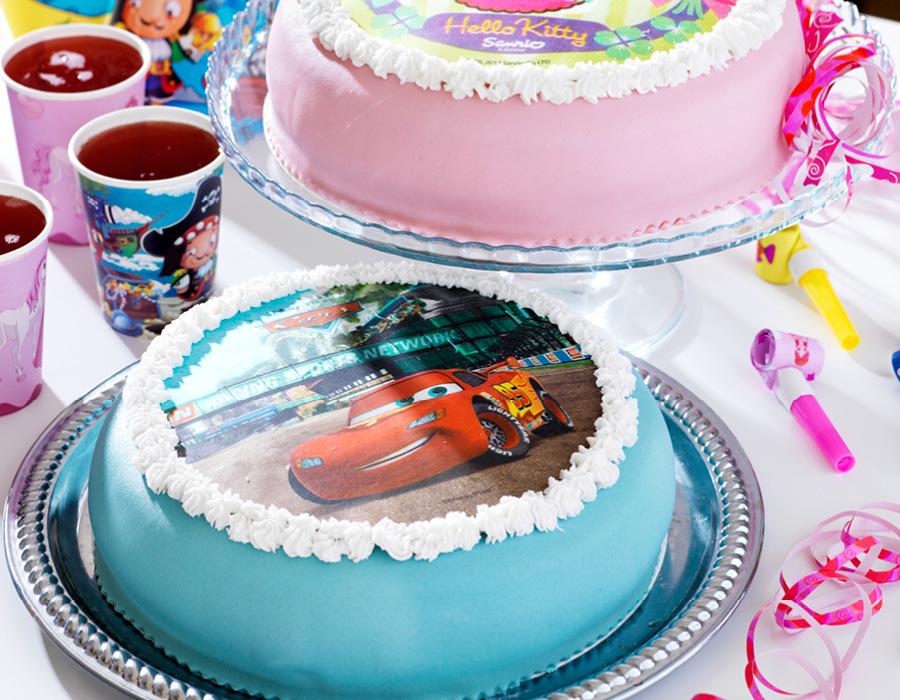 143a91937264 ... en tårta formade som en studentmössa till student, eller så ska  disneyfantasten firas med ett motiv av favoritkaraktären på sin tårta?